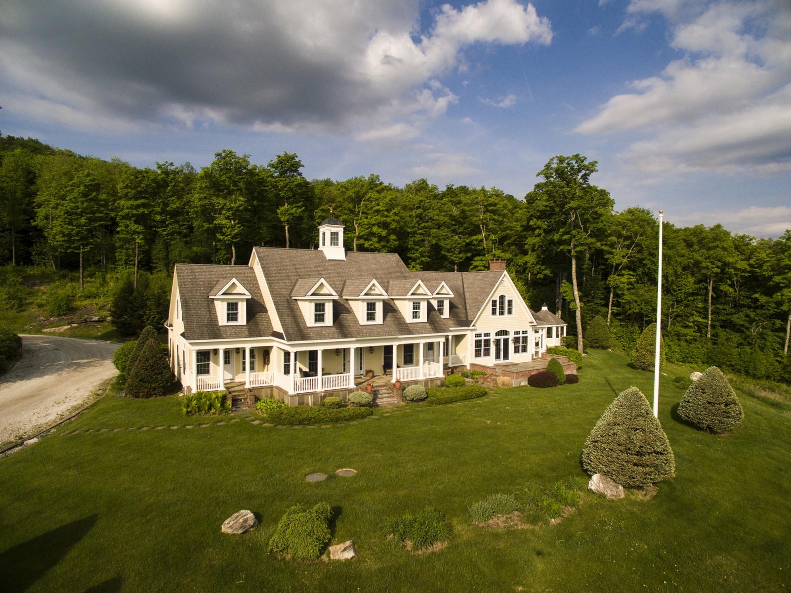 Maison unifamiliale pour l Vente à 1108 West Hill Road North, Jamaica Jamaica, Vermont, 05343 États-Unis