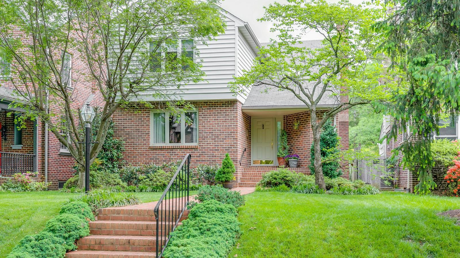 Maison unifamiliale pour l Vente à 3904 Hanover Avenue, Richmond Richmond, Virginia 23221 États-Unis