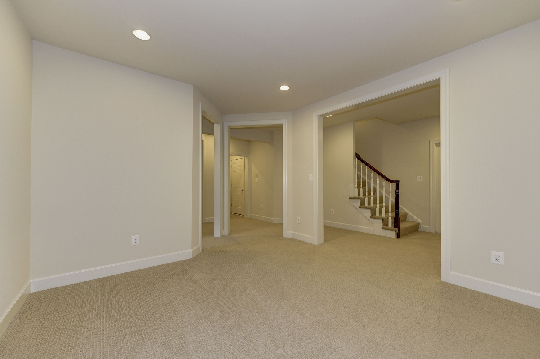 Additional photo for property listing at Cooper Dawson 104 Quaker Lane N Alexandria, 弗吉尼亞州 22304 美國