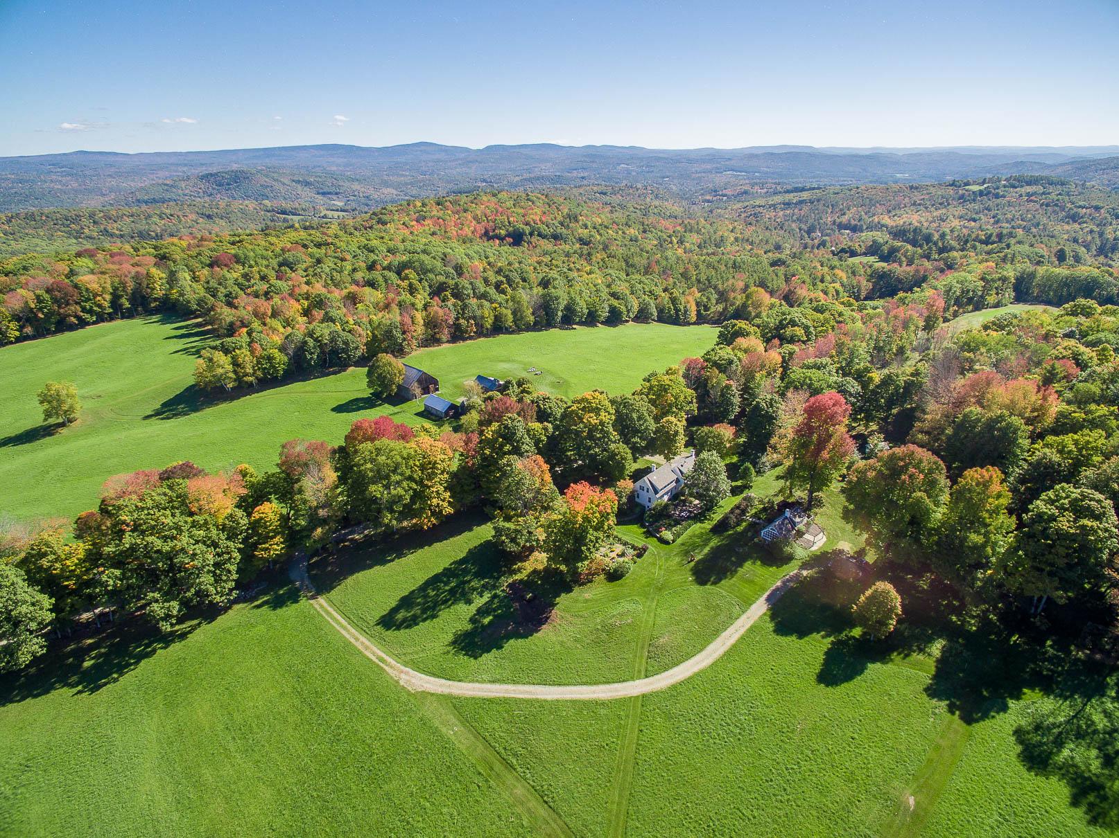 Nhà ở một gia đình vì Bán tại 36 Brothers Road, Hartland 36 Brothers Rd Hartland, Vermont, 05048 Hoa Kỳ