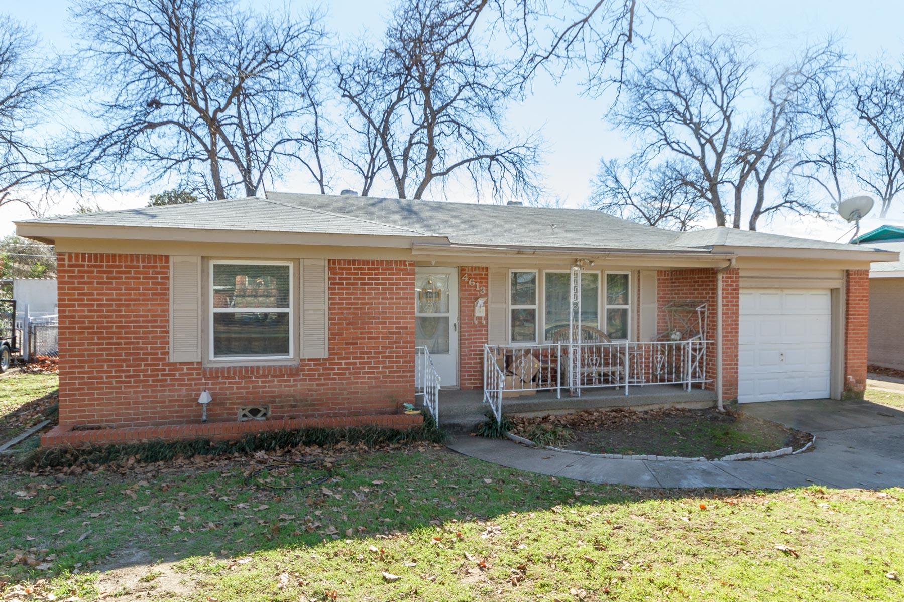 Einfamilienhaus für Verkauf beim Lovely 2 Bed 2 Bath with Large Backyard 4613 Custer Dr Fort Worth, Texas, 76114 Vereinigte Staaten