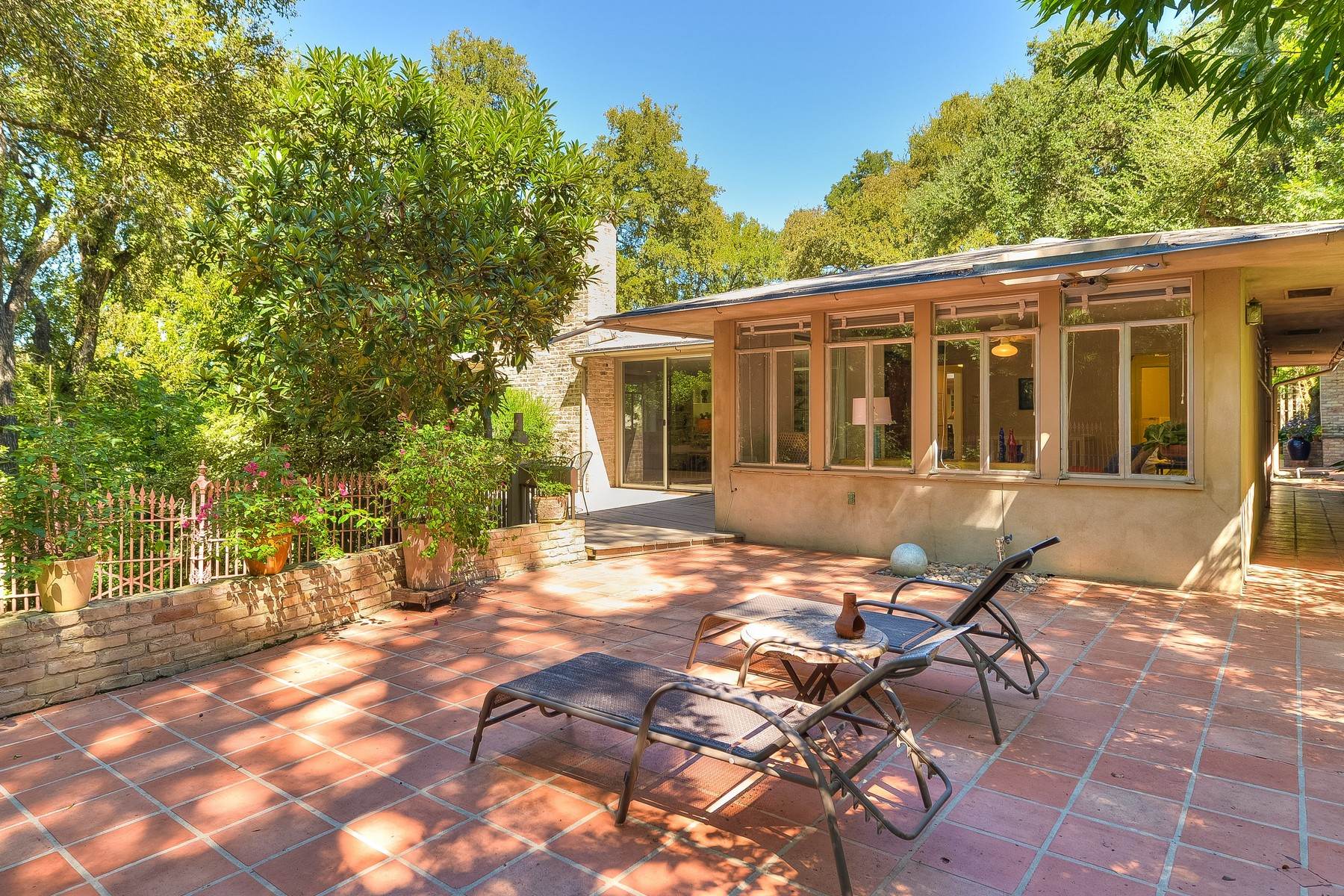 Additional photo for property listing at Stunning Mid-Century Modern Architecture 2311 Shoal Creek Blvd Austin, Texas 78705 Estados Unidos