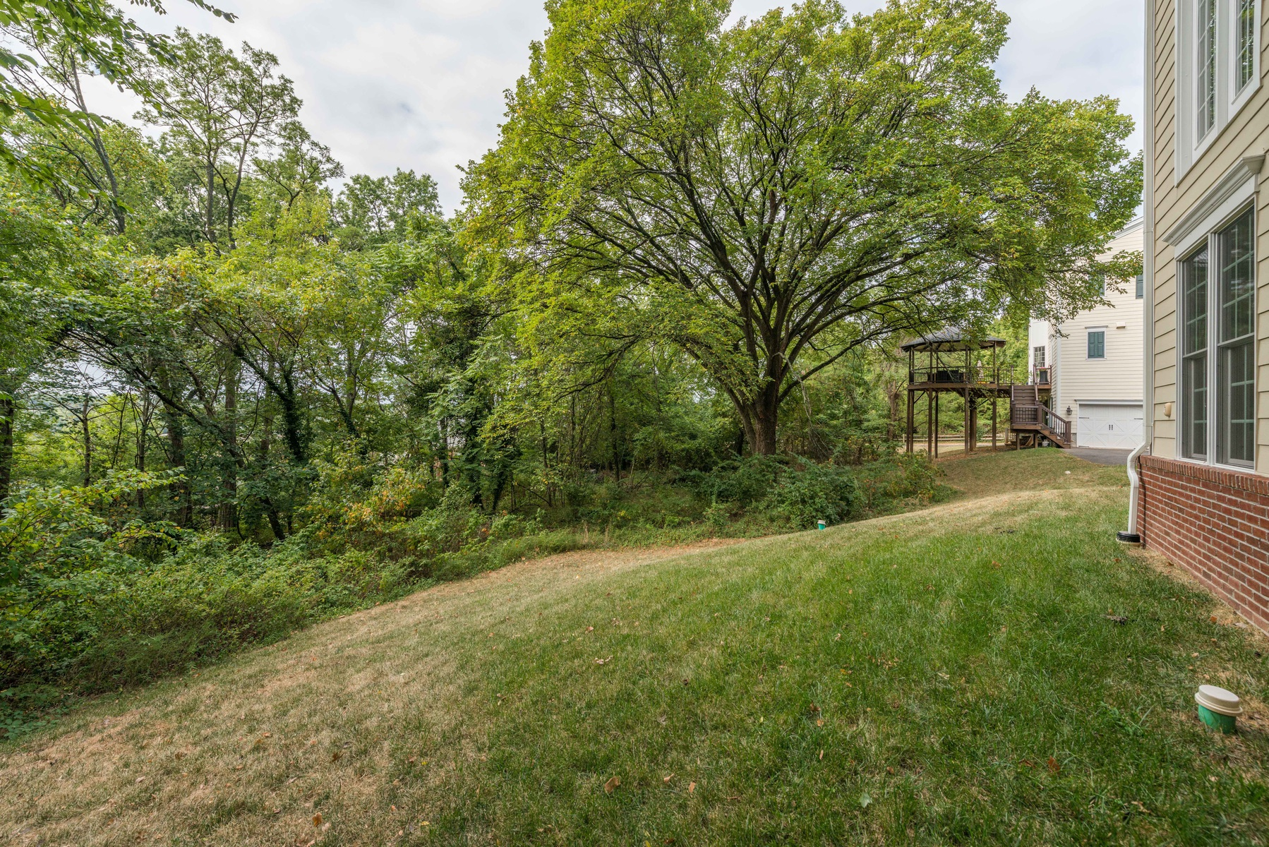 Additional photo for property listing at Cooper Dawson 104 Quaker Lane N Alexandria, Βιρτζινια 22304 Ηνωμενεσ Πολιτειεσ