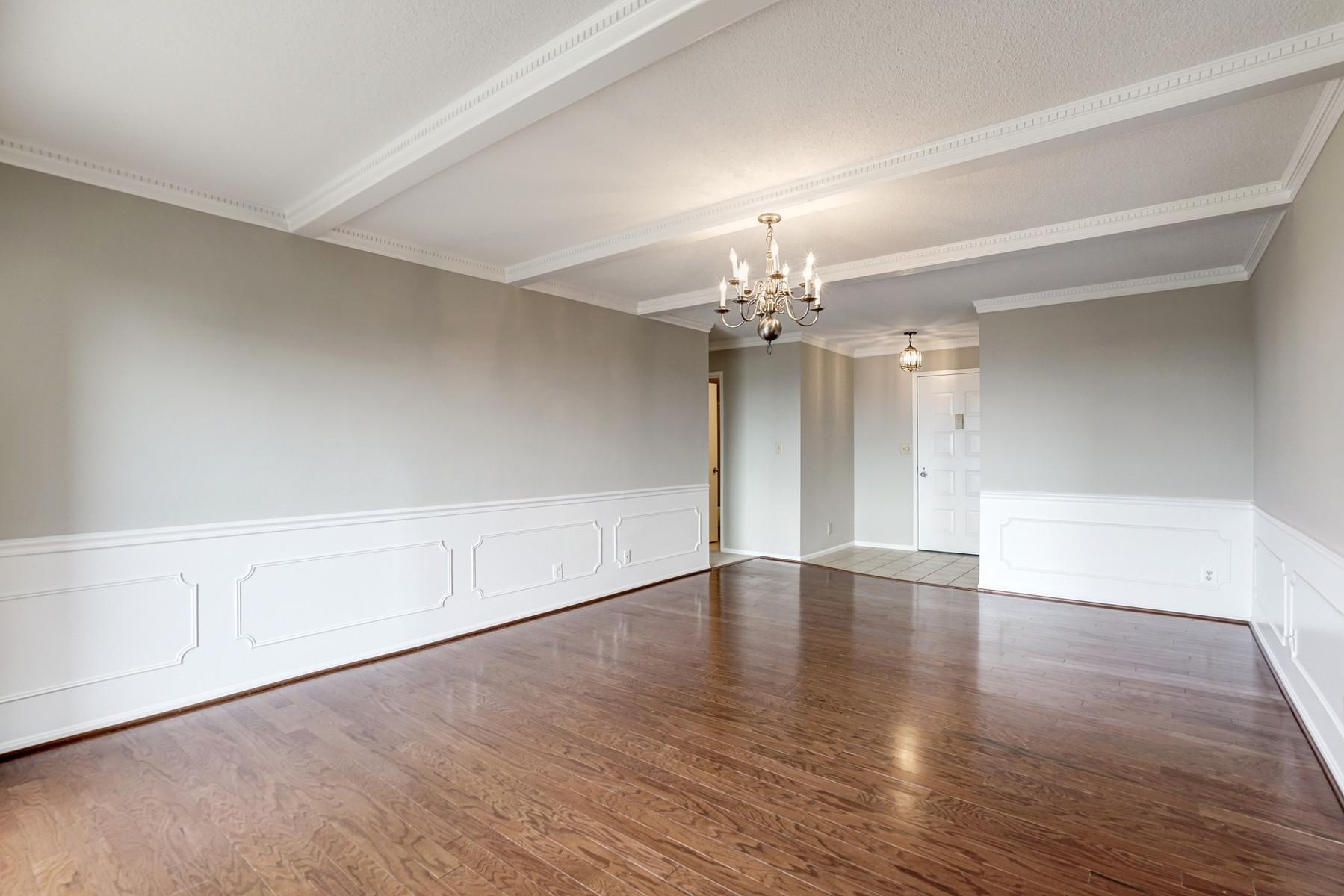 Additional photo for property listing at The Rotonda 8340 Greensboro Dr 1021 McLean, Virginia 22102 Estados Unidos