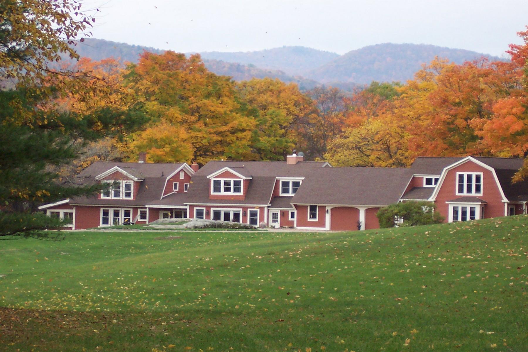 Maison unifamiliale pour l Vente à Misty Meadow Farm 709 Quarry Rd Chester, Vermont, 05143 États-Unis