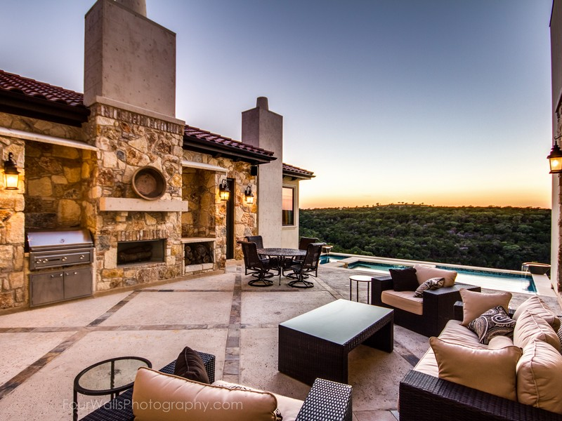 Additional photo for property listing at Breathtaking Golf Course Views 12908 Hacienda Ridge Austin, Texas 78738 Estados Unidos
