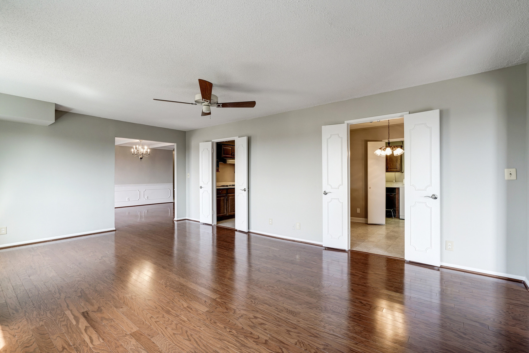 Additional photo for property listing at The Rotonda 8340 Greensboro Dr 1021 McLean, Виргиния 22102 Соединенные Штаты