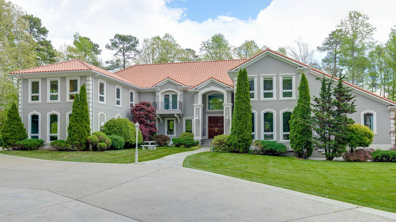 独户住宅 为 销售 在 Custom Gated Waterfront Retreat 12613 Chesdin Landing Dr 切斯特菲尔德, 弗吉尼亚州, 23838 美国