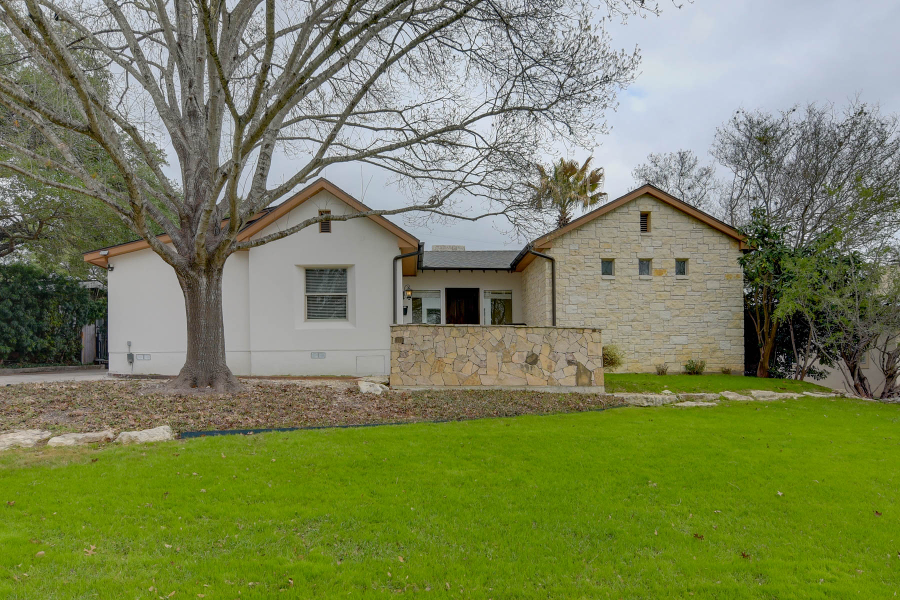 Vivienda unifamiliar por un Venta en Beautiful Home in Terrell Hills 717 Eventide Dr Terrell Hills, Texas 78209 Estados Unidos
