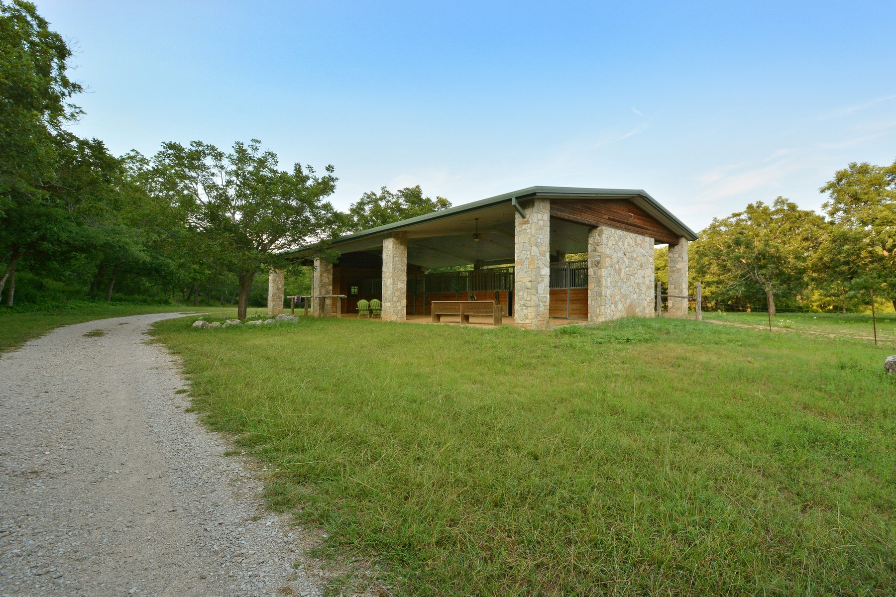 Additional photo for property listing at Extremely Rare and Beautiful Equestrian Ranch 905 Crystal Mountain Dr Austin, Texas 78735 Estados Unidos