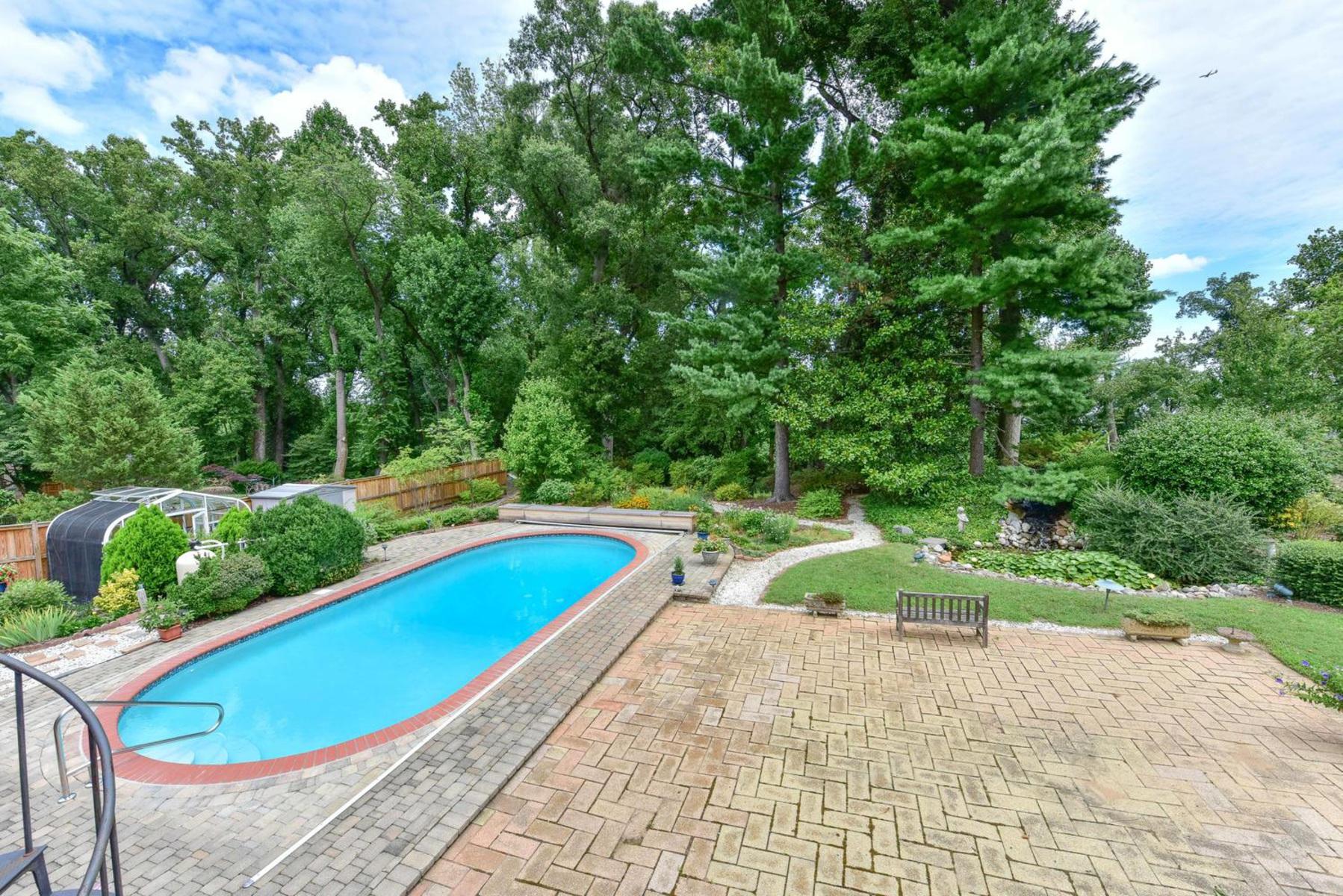 Additional photo for property listing at Wellington Heights 7609 Ridgecrest Dr Alexandria, Virginia 22308 Estados Unidos