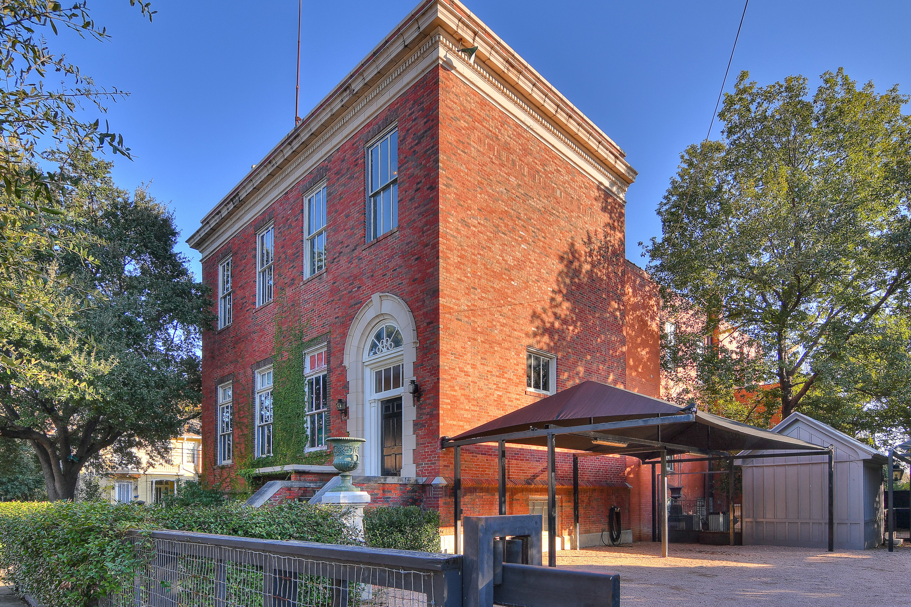 Casa para uma família para Venda às Historic Bellhouse Building in Alta Vista 502 W Mistletoe Ave Alta Vista, San Antonio, Texas, 78212 Estados Unidos
