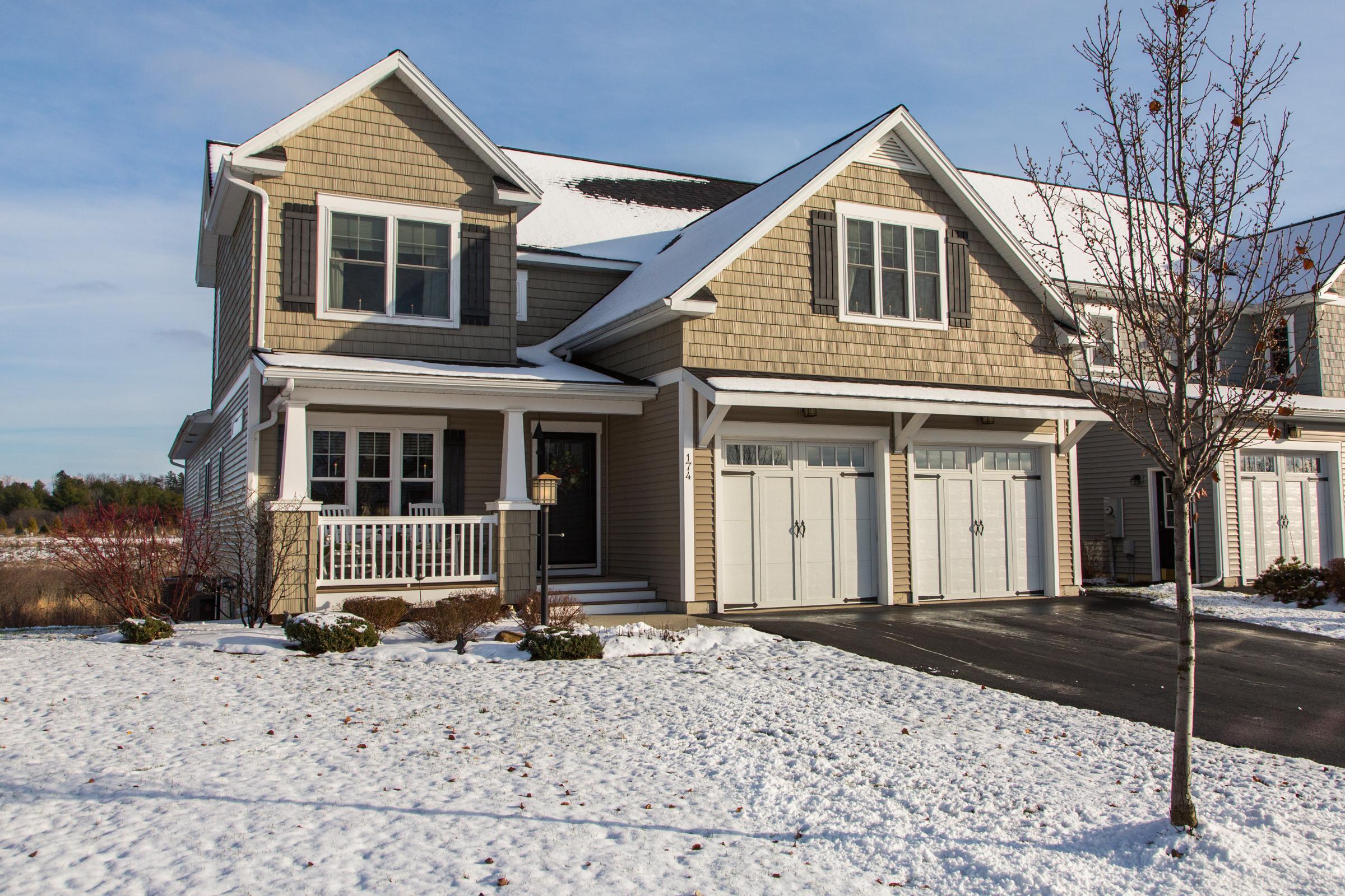 Частный односемейный дом для того Продажа на 174 Braeburn 14B, South Burlington South Burlington, Вермонт 05403 Соединенные Штаты