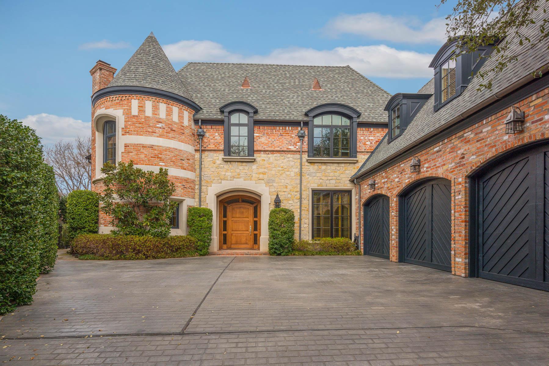 단독 가정 주택 용 매매 에 Stunning English Home at Preston Trail Golf Course 5655 Prestwick Ln Dallas, 텍사스, 75252 미국