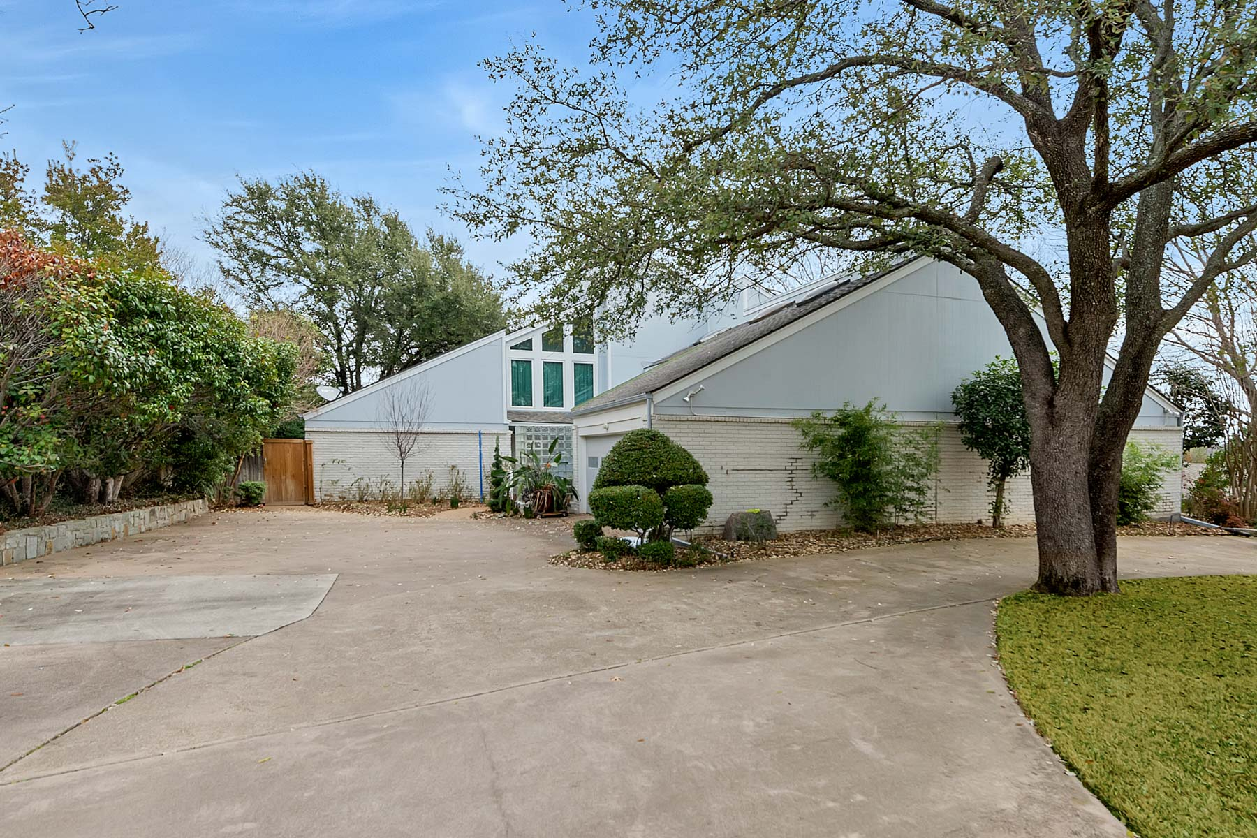 Single Family Home for Sale at 14 Windward Road, Benbrook 14 Windward Rd Benbrook, Texas, 76132 United States