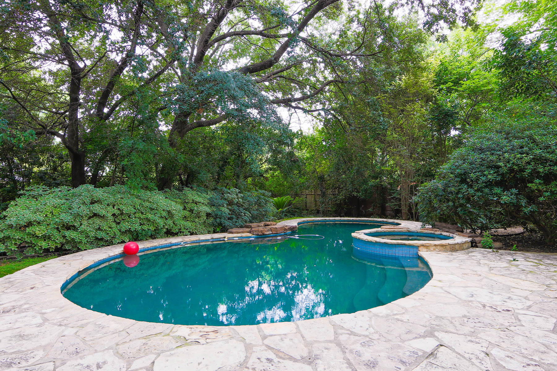 Additional photo for property listing at Charming Olmos Park Home 121 Primera Dr San Antonio, Texas 78212 United States