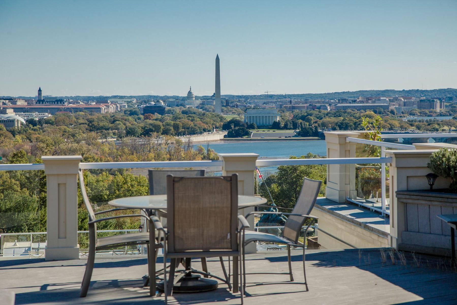 Maison en rangée pour l Vente à 1411 Nash Street N, Arlington Arlington, Virginia, 22209 États-Unis