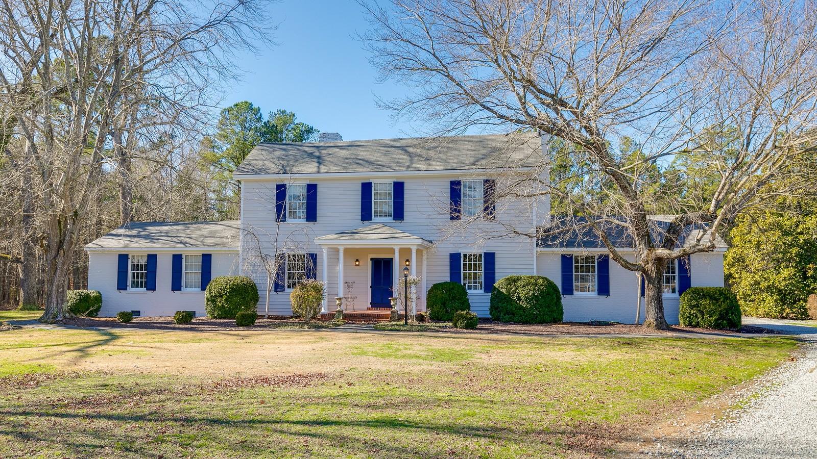 独户住宅 为 销售 在 Renovated 1890's Colonial Home on 17 acres. 10200 Taylor Rd 切斯特菲尔德, 弗吉尼亚州, 23838 美国