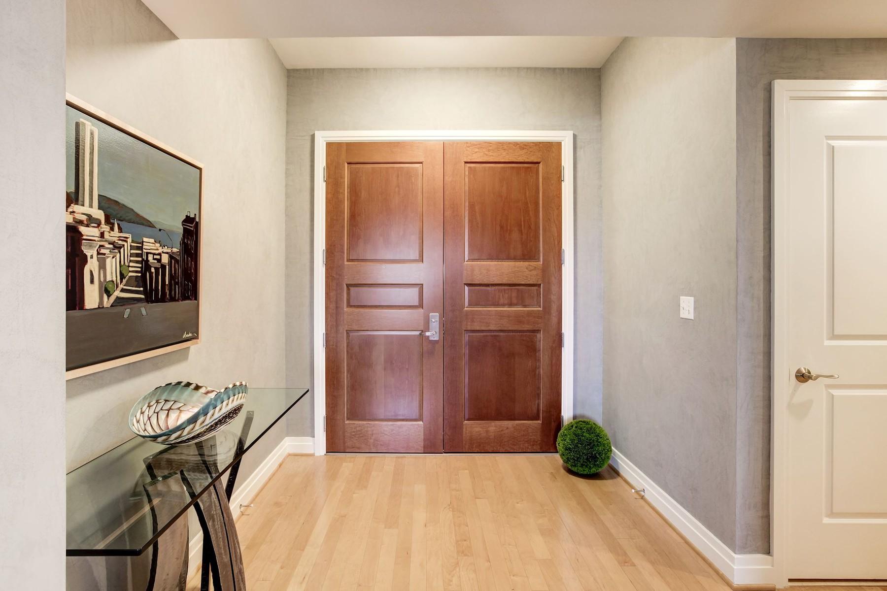 共管物業 為 出售 在 One Park Crest Condo 8220 Crestwood Heights Dr 1802 McLean, 弗吉尼亞州, 22102 美國