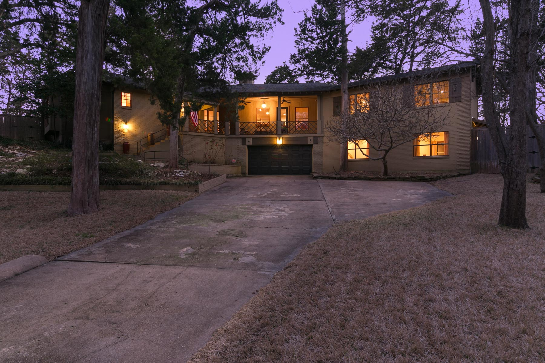Maison unifamiliale pour l Vente à 940 Kessler Pkwy, Dallas Dallas, Texas, 75208 États-Unis