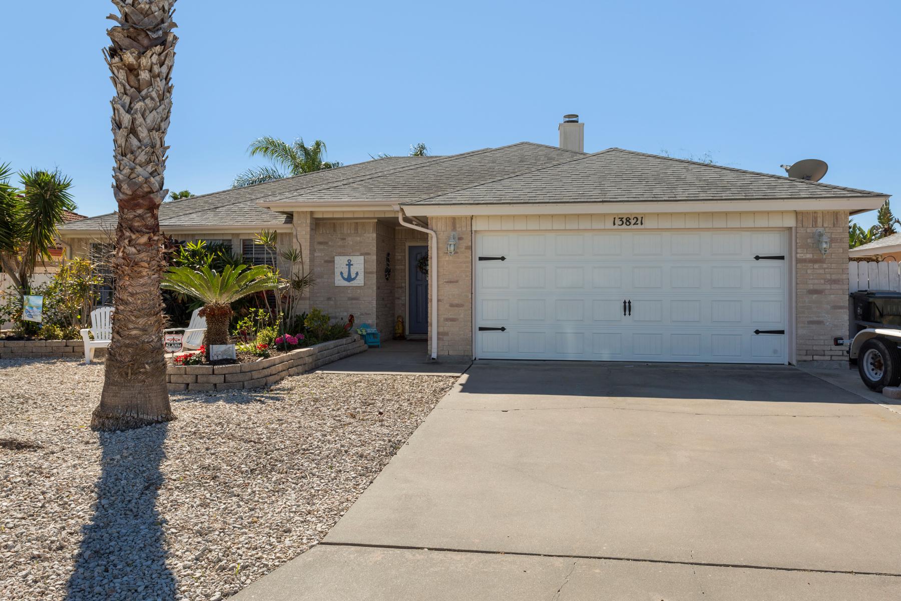 Casa Unifamiliar por un Venta en Beautiful Home in Corpus Christi 13821 Gunwale Dr Corpus Christi, Texas 78418 Estados Unidos