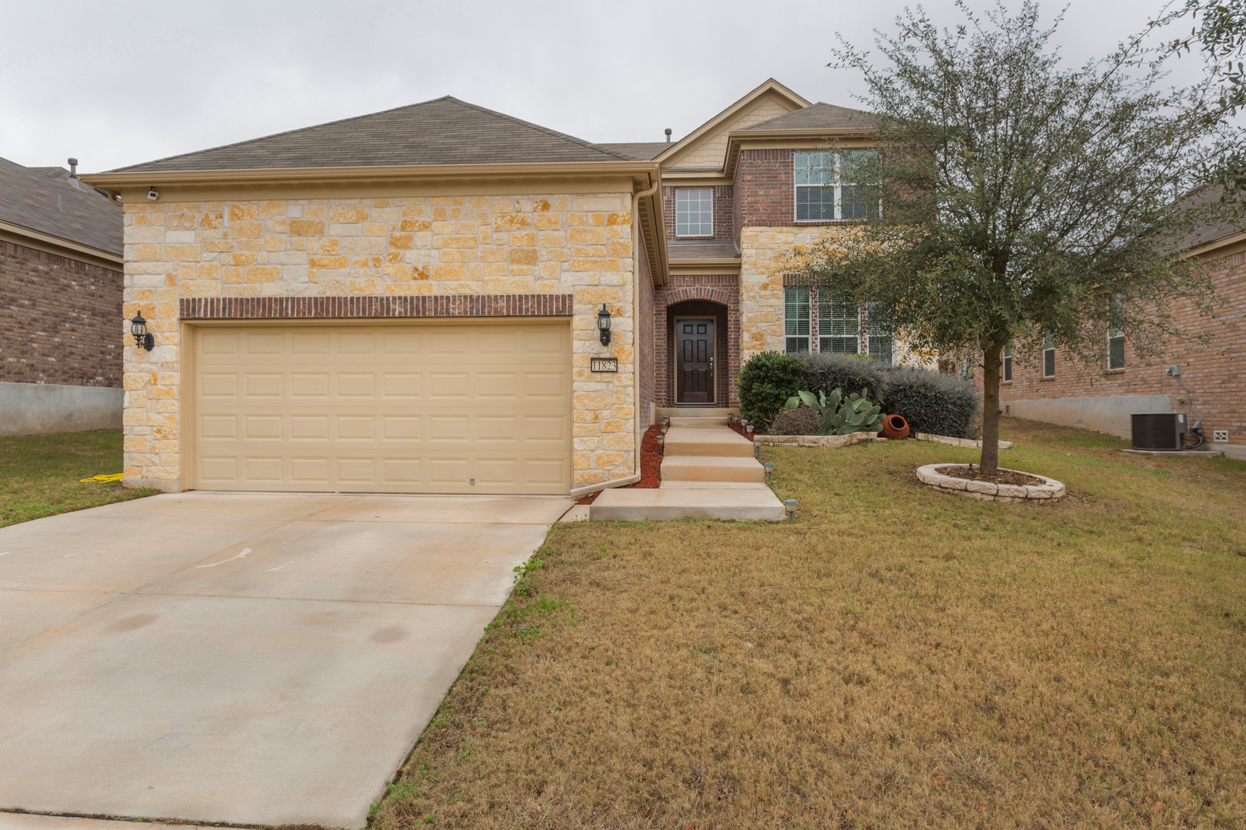 Single Family Home for Sale at Immaculate Home in Alamo Ranch 11823 Elijah Stapp San Antonio, Texas 78253 United States
