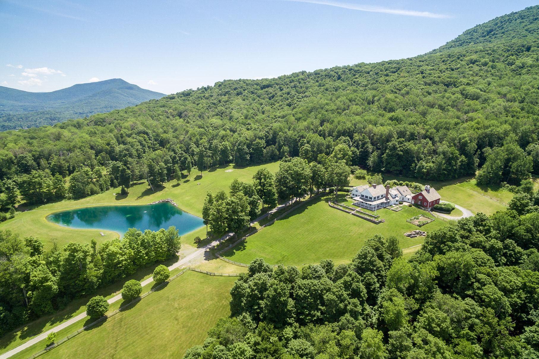 Частный односемейный дом для того Продажа на Northshire Estate Property 864 Rogers Rd Rupert, Вермонт 05768 Соединенные Штаты