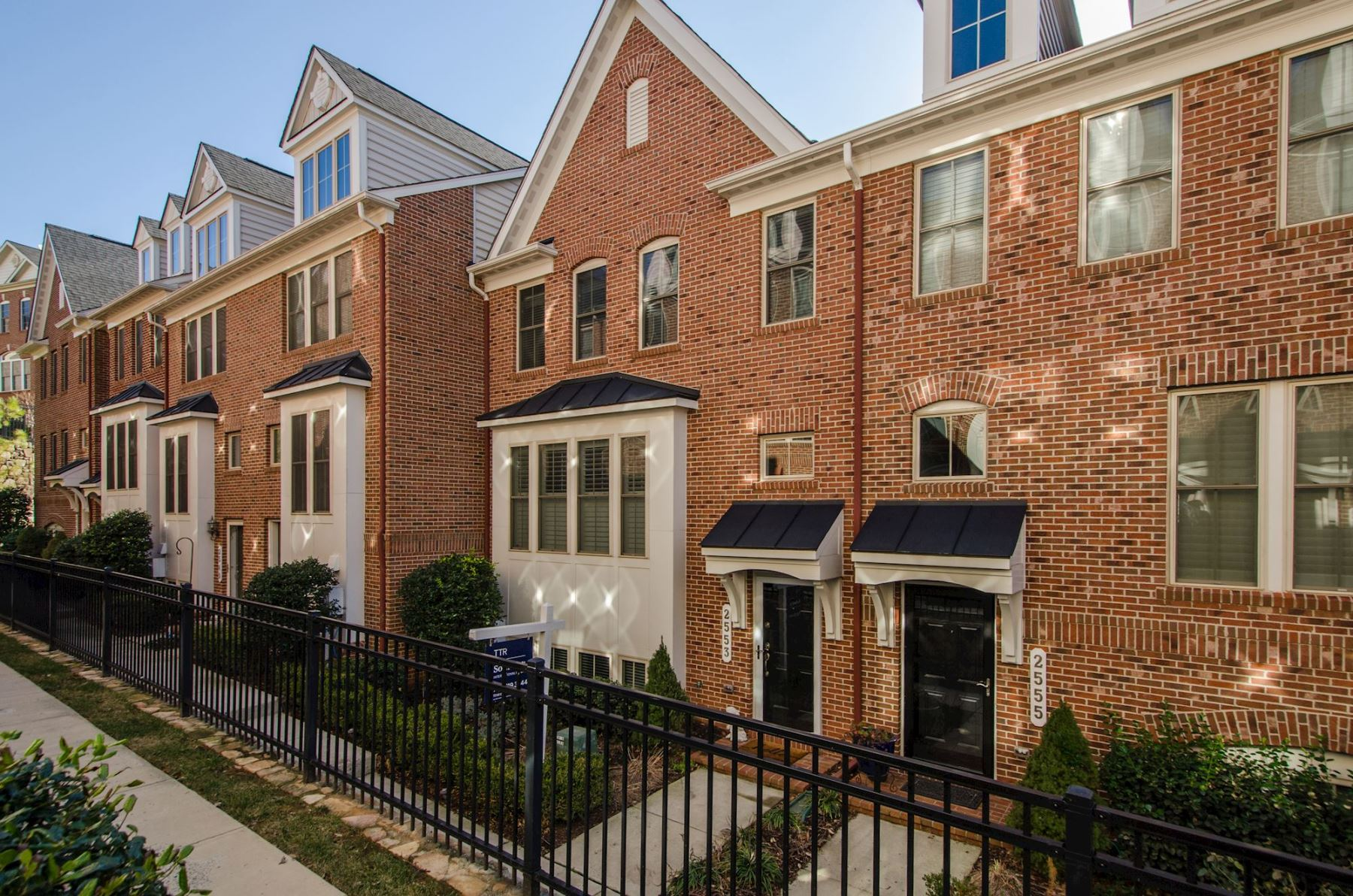 Townhouse for Sale at 2553 Kenmore Court, Arlington 2553 Kenmore Ct Arlington, Virginia 22206 United States