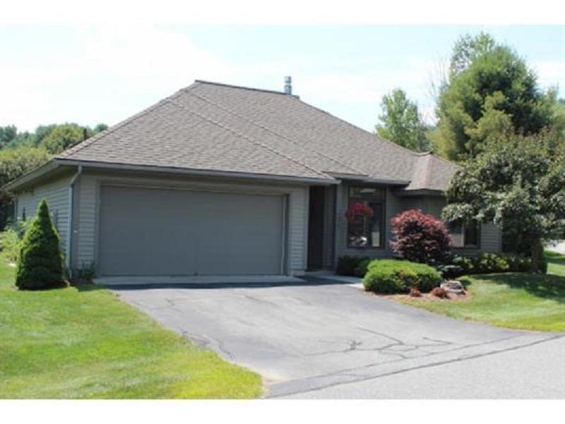 Частный односемейный дом для того Продажа на 74 Laurel, Hartford Hartford, Вермонт, 05001 Соединенные Штаты