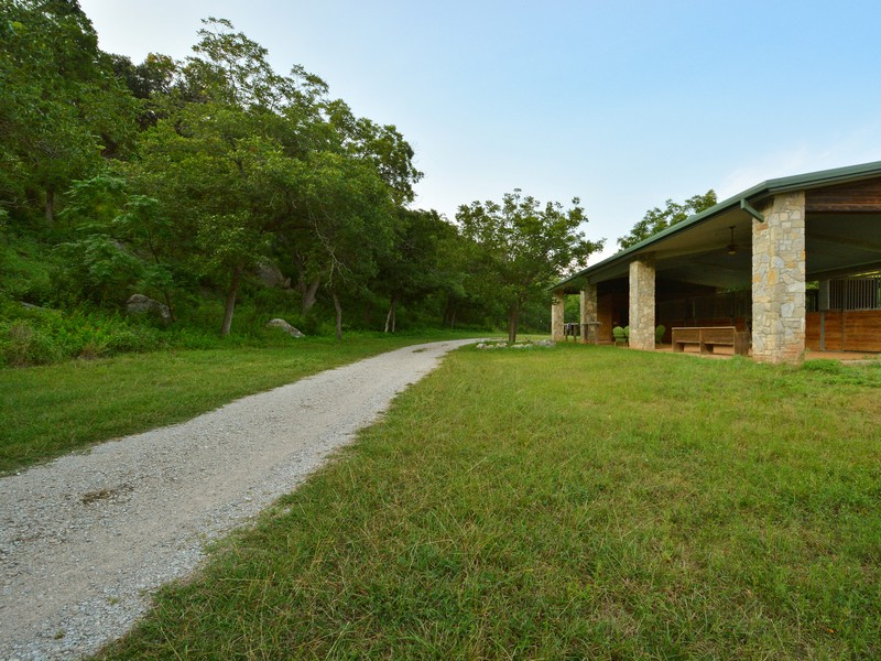 Additional photo for property listing at 8900 Wimberly Cv, Austin  Austin, Texas 78735 United States