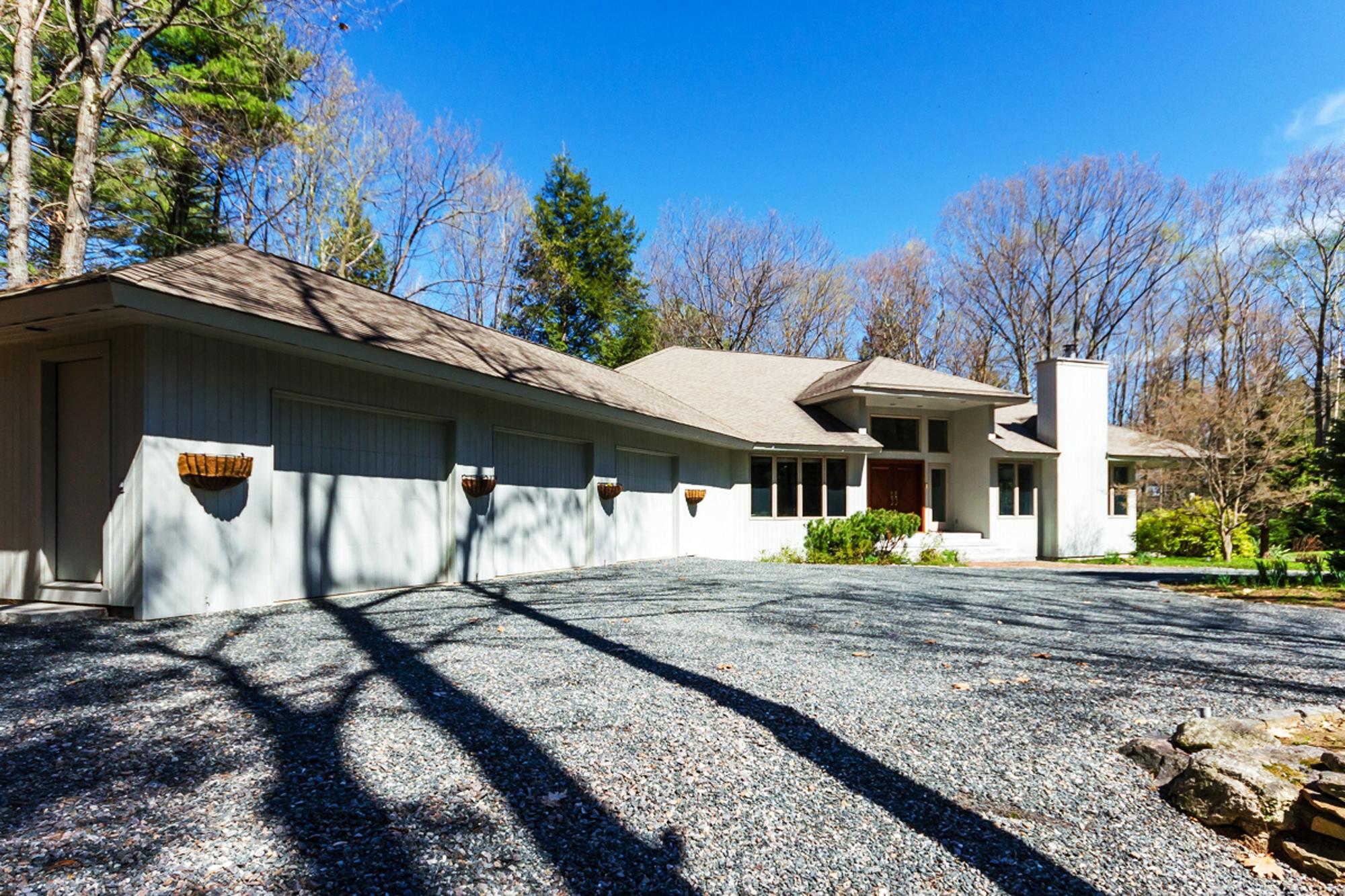 Villa per Vendita alle ore 585 Shaker, Canterbury Canterbury, New Hampshire, 03224 Stati Uniti