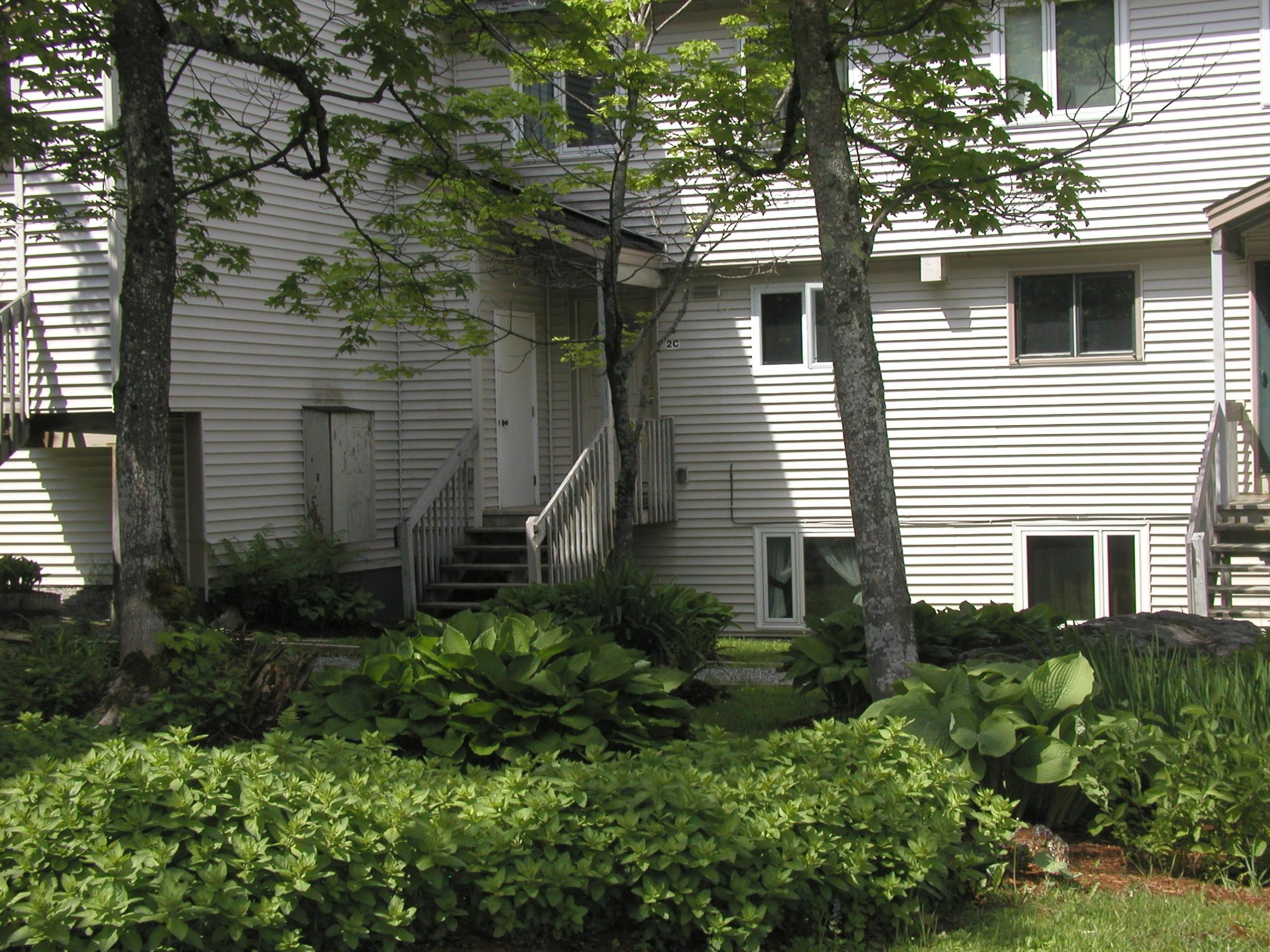 Condomínio para Venda às Sunny Ski In/Ski Out Townhouse 4234 Bolton Access Rd 2C Bolton, Vermont, 05477 Estados Unidos