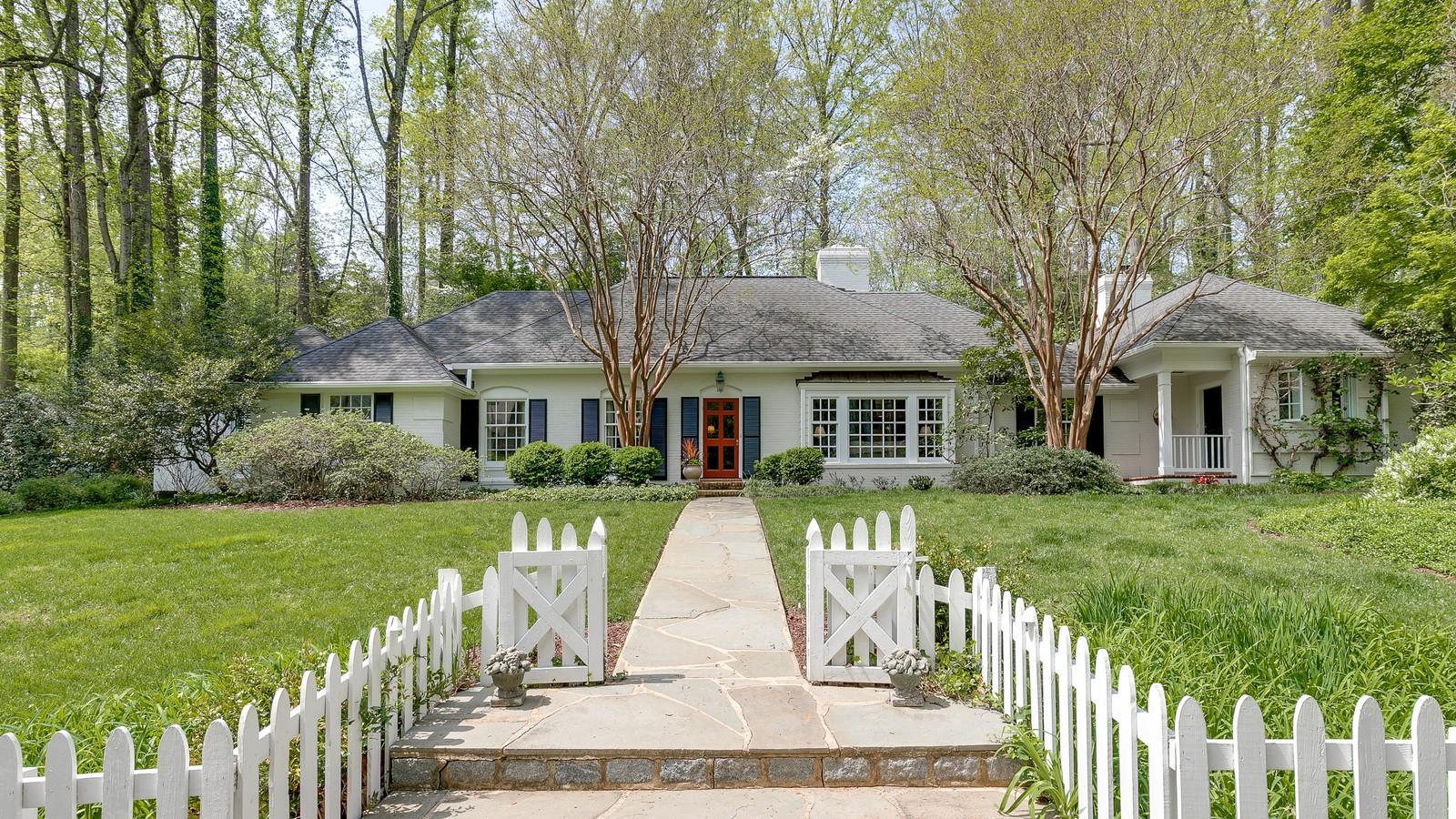 獨棟家庭住宅 為 出售 在 214 Hillwood Avenue, Richmond Richmond, 弗吉尼亞州 23226 美國