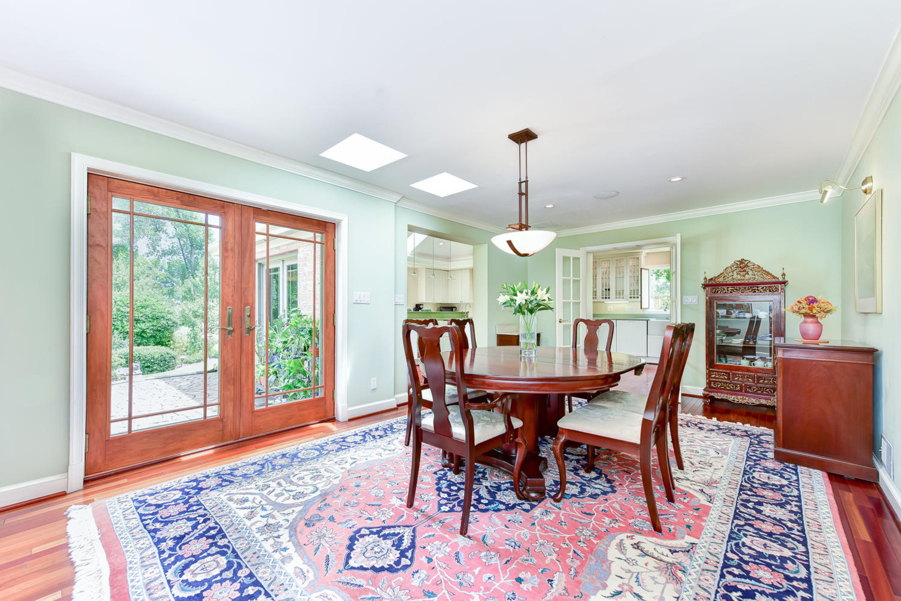 Additional photo for property listing at Wellington Heights 7609 Ridgecrest Dr Alexandria, Virginia 22308 United States