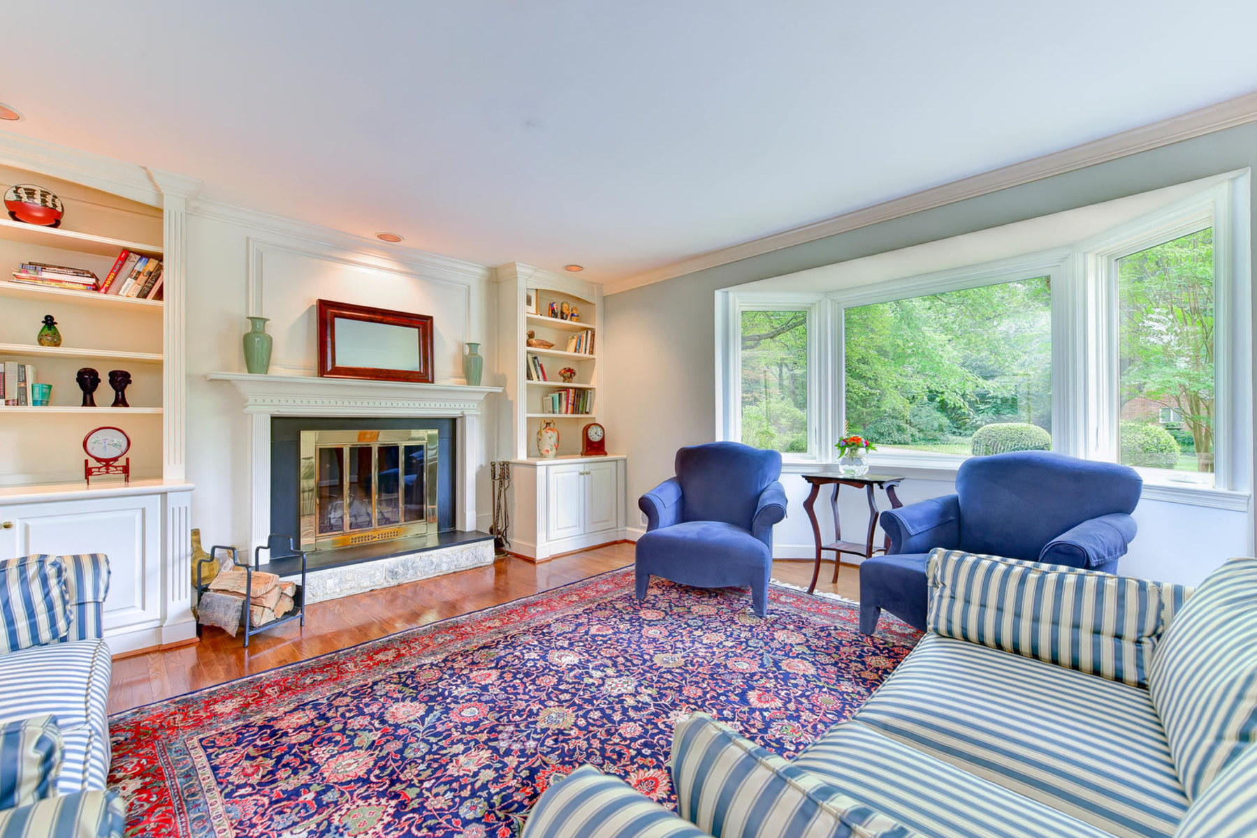 Additional photo for property listing at Wellington Heights 7609 Ridgecrest Dr Alexandria, Virginia 22308 États-Unis