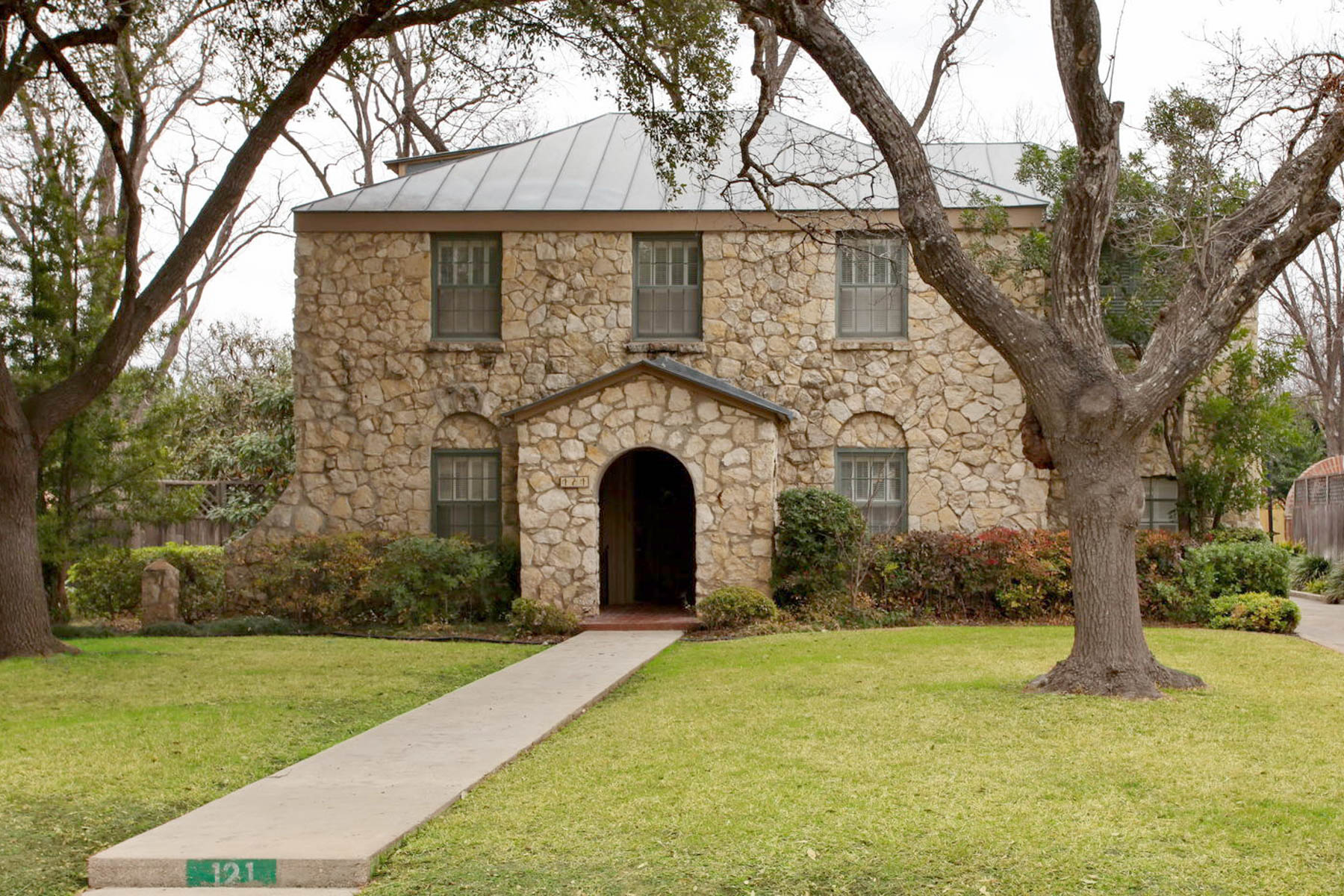 Single Family Home for Sale at Charming Olmos Park Home 121 Primera Dr San Antonio, Texas 78212 United States