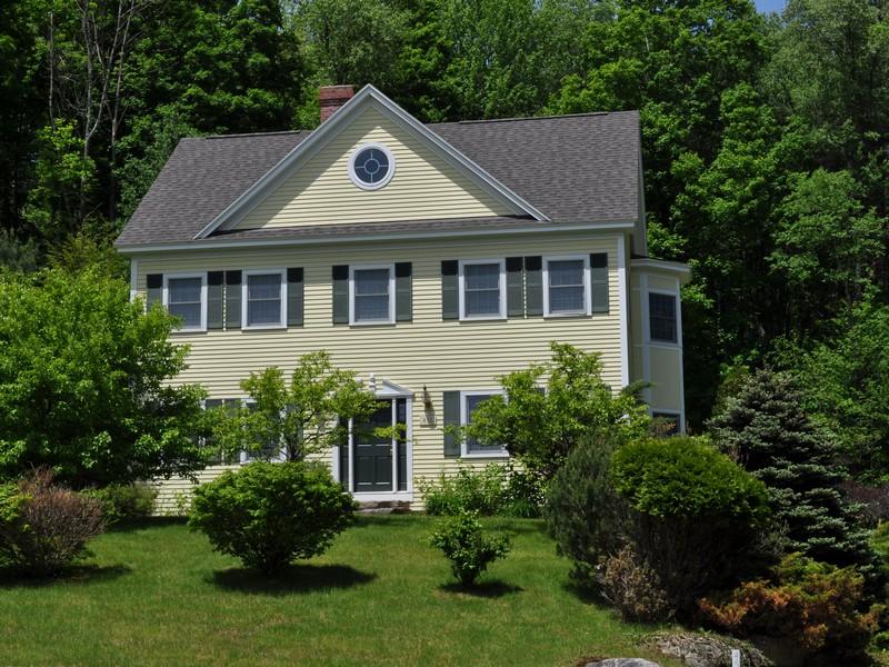 Maison unifamiliale pour l Vente à Village Glen Colonial 451 Village Glen Manchester, Vermont, 05254 États-Unis