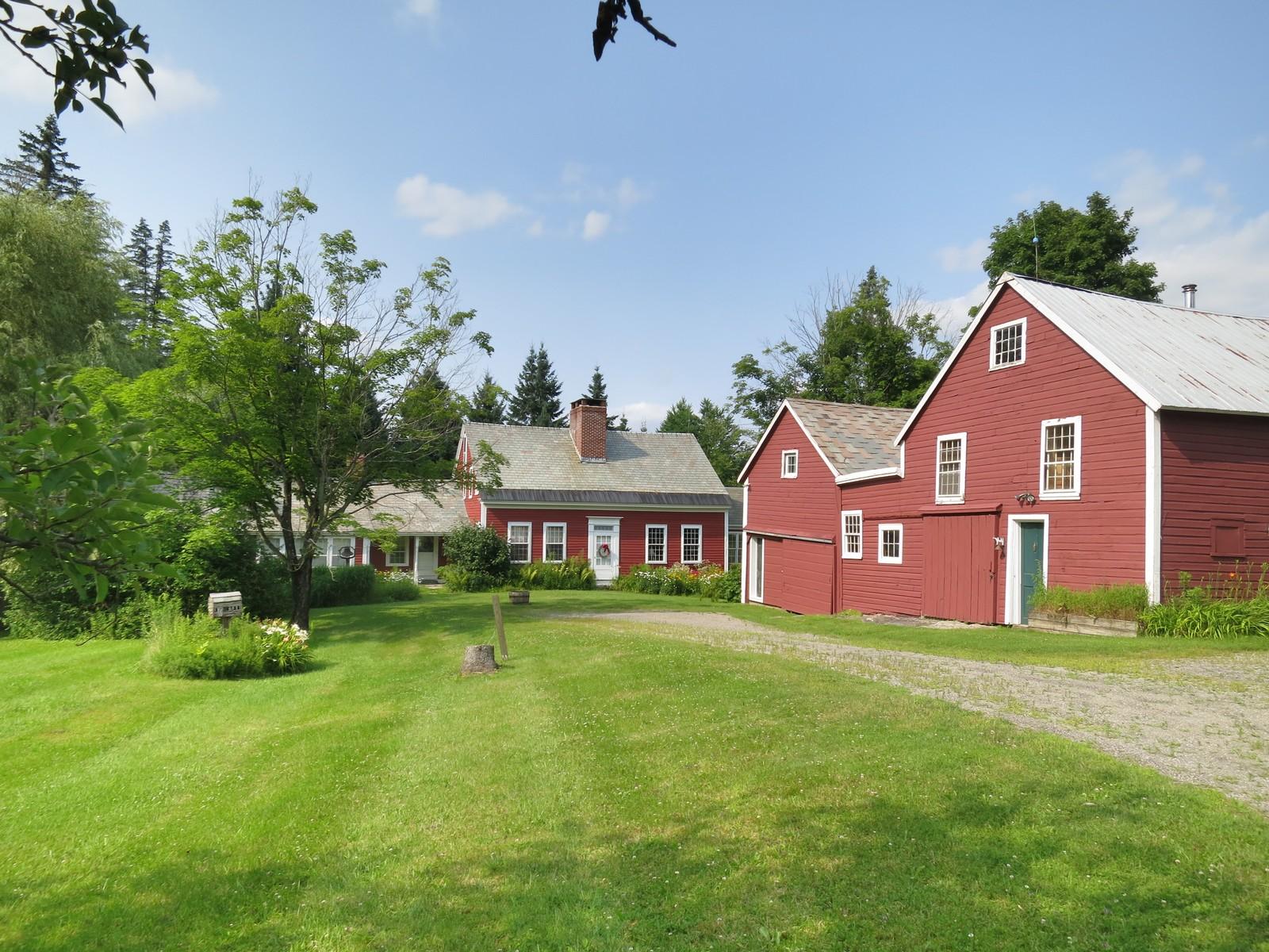 Casa para uma família para Venda às 722 Vermont Route 100, Londonderry Londonderry, Vermont, 05155 Estados Unidos
