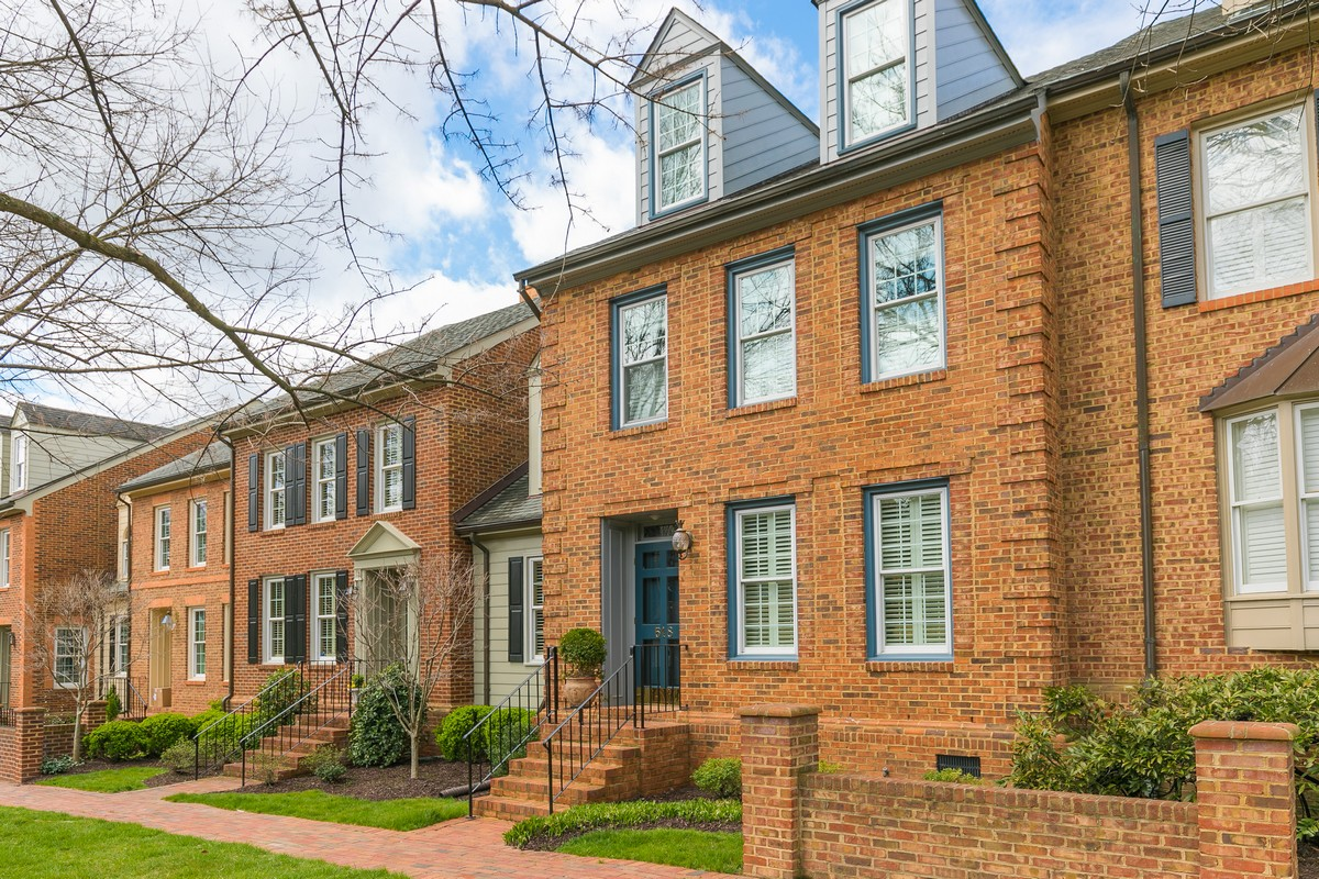 Condomínio para Venda às Beautifully Renovated Brick Condo 518 St Albans Way 518 Henrico, Virginia, 23229 Estados Unidos