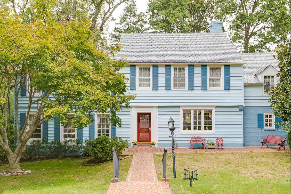 Maison unifamiliale pour l Vente à 6130 Saint Andrew's Circle, Richmond Richmond, Virginia 23226 États-Unis