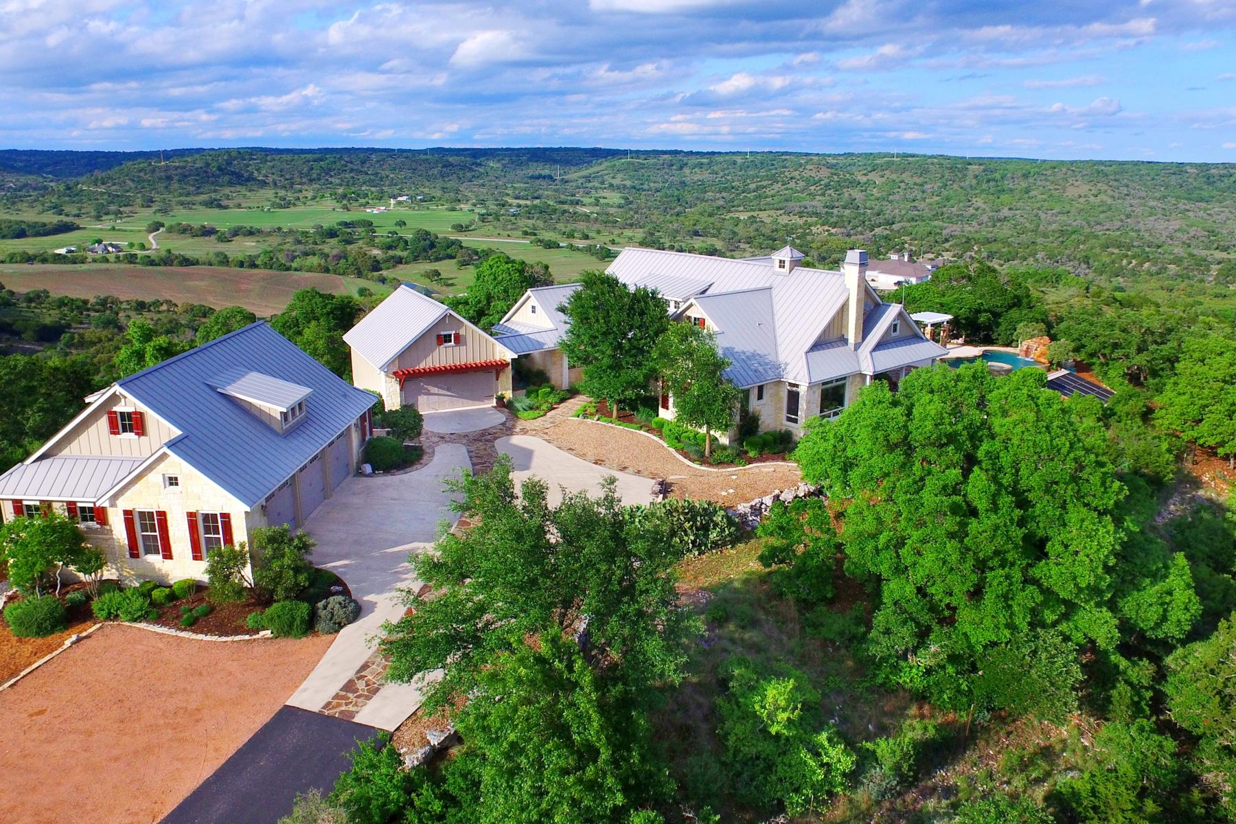 Casa Unifamiliar por un Venta en Panoramic Views From This Gorgeous Comfort Estate 174 Camino Del Reserve Ln Comfort, Texas 78013 Estados Unidos