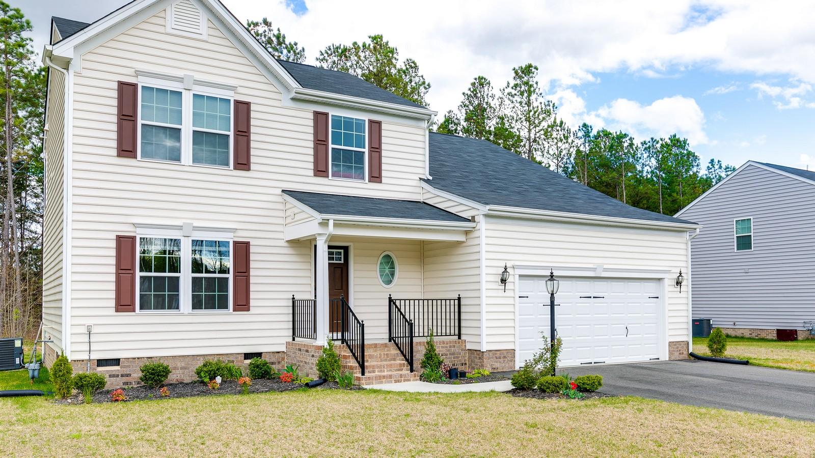 独户住宅 为 销售 在 5428 Mason Manor Drive, Richmond 里士满, 弗吉尼亚州, 23223 美国