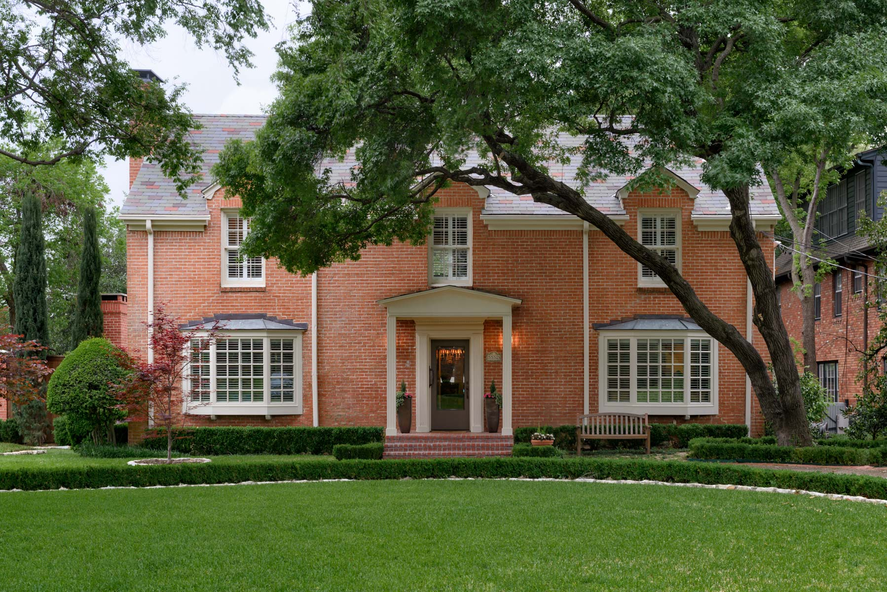 Maison unifamiliale pour l Vente à Charming Greenway Parks Traditional 5552 Drane Dr Dallas, Texas, 75209 États-Unis
