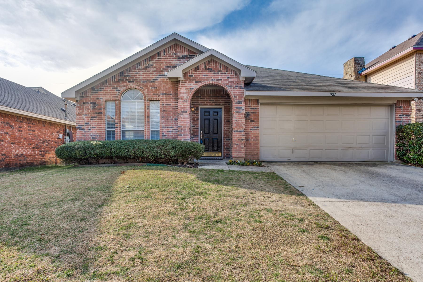 Single Family Home for Sale at Charming Single Story 927 Simon Dr Cedar Hill, Texas 75104 United States