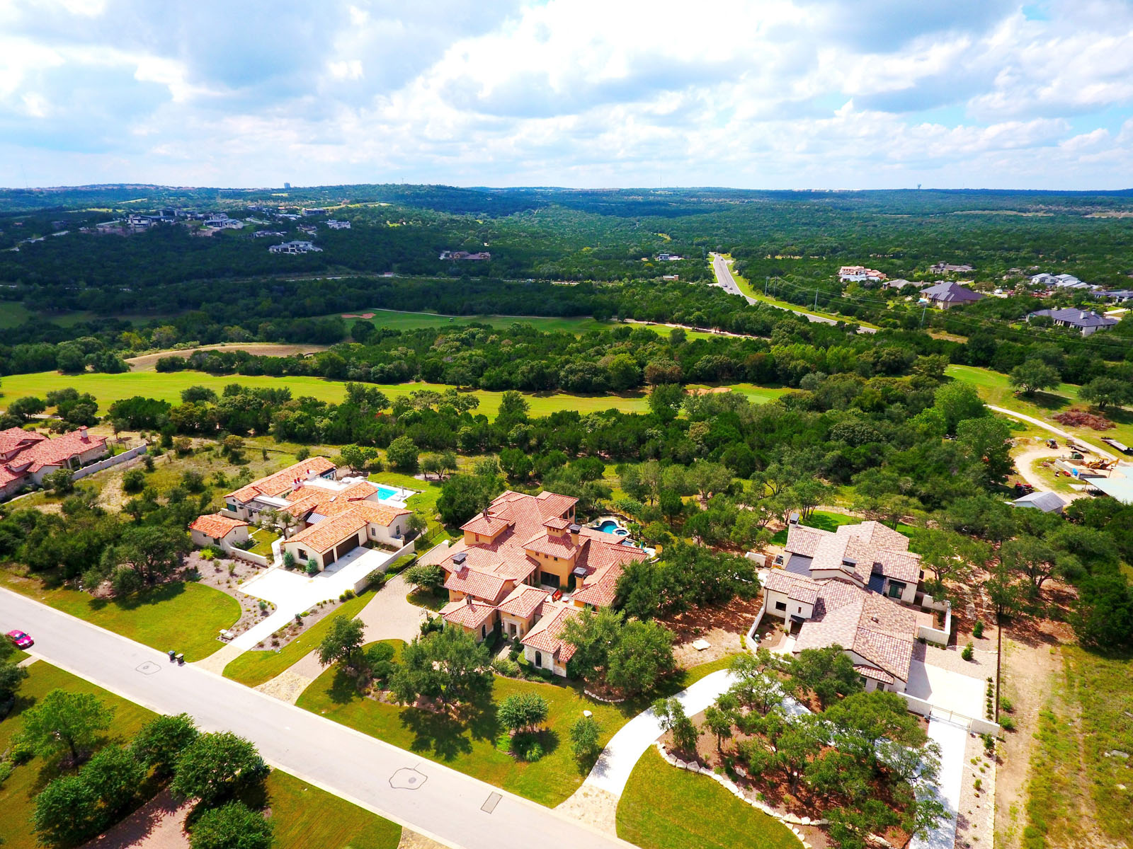 Additional photo for property listing at Golf Course Estate in Gated Calera 8909 Calera Dr Austin, Texas 78735 Estados Unidos
