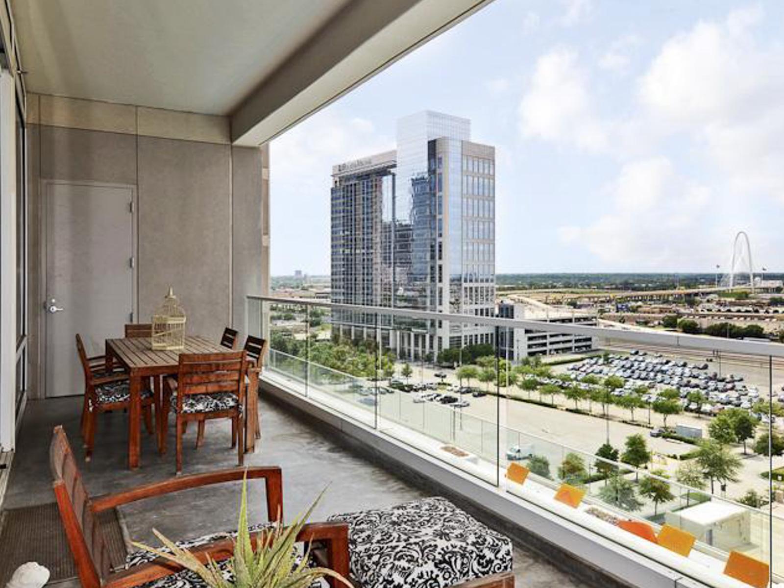 sales property at 2408 Victory Park Ln 842, Dallas