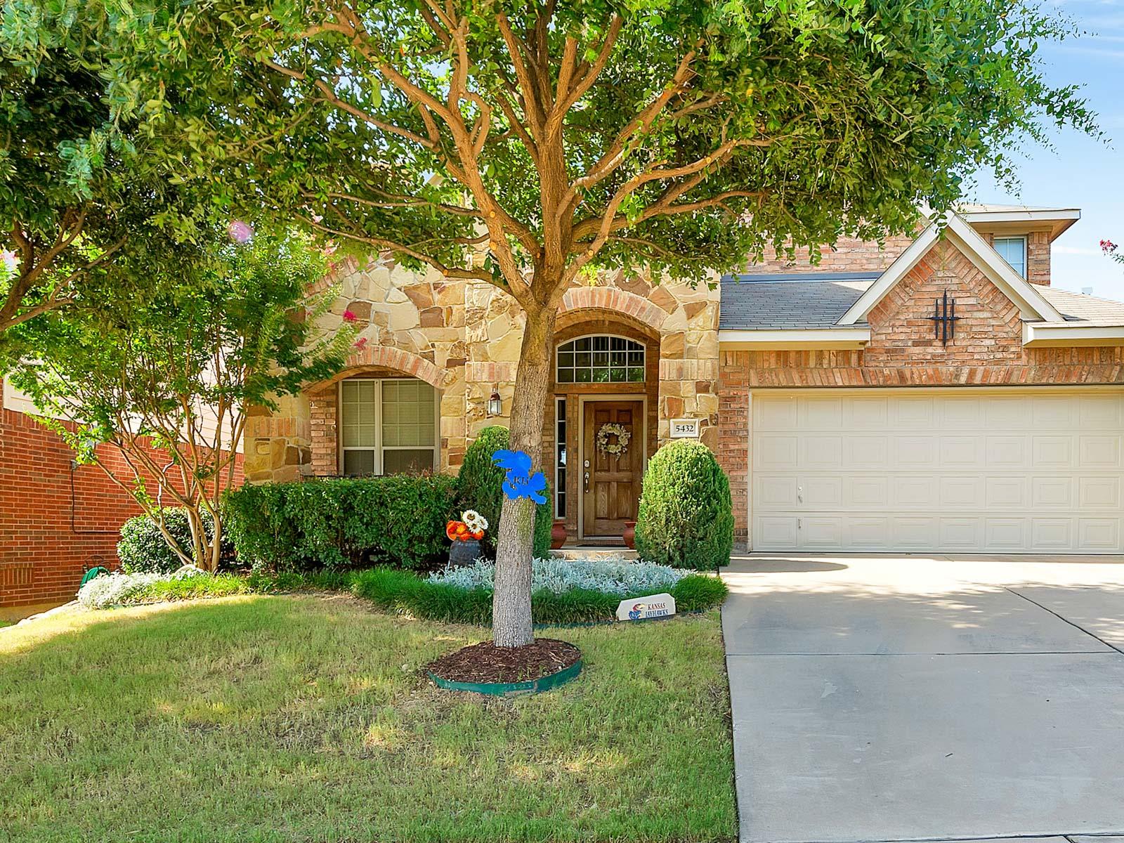 独户住宅 为 销售 在 5432 Old Orchard Dr, Fort Worth 沃斯堡市, 得克萨斯州, 76123 美国