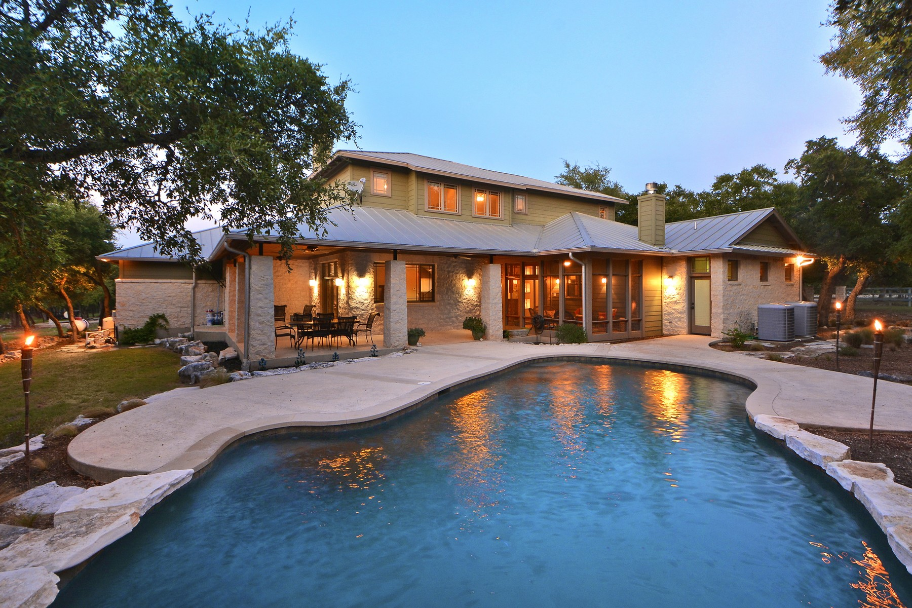 Casa Unifamiliar por un Venta en Wimberley Wonder on 10 acres 322 Trail Ridge Rd Wimberley, Texas 78676 Estados Unidos