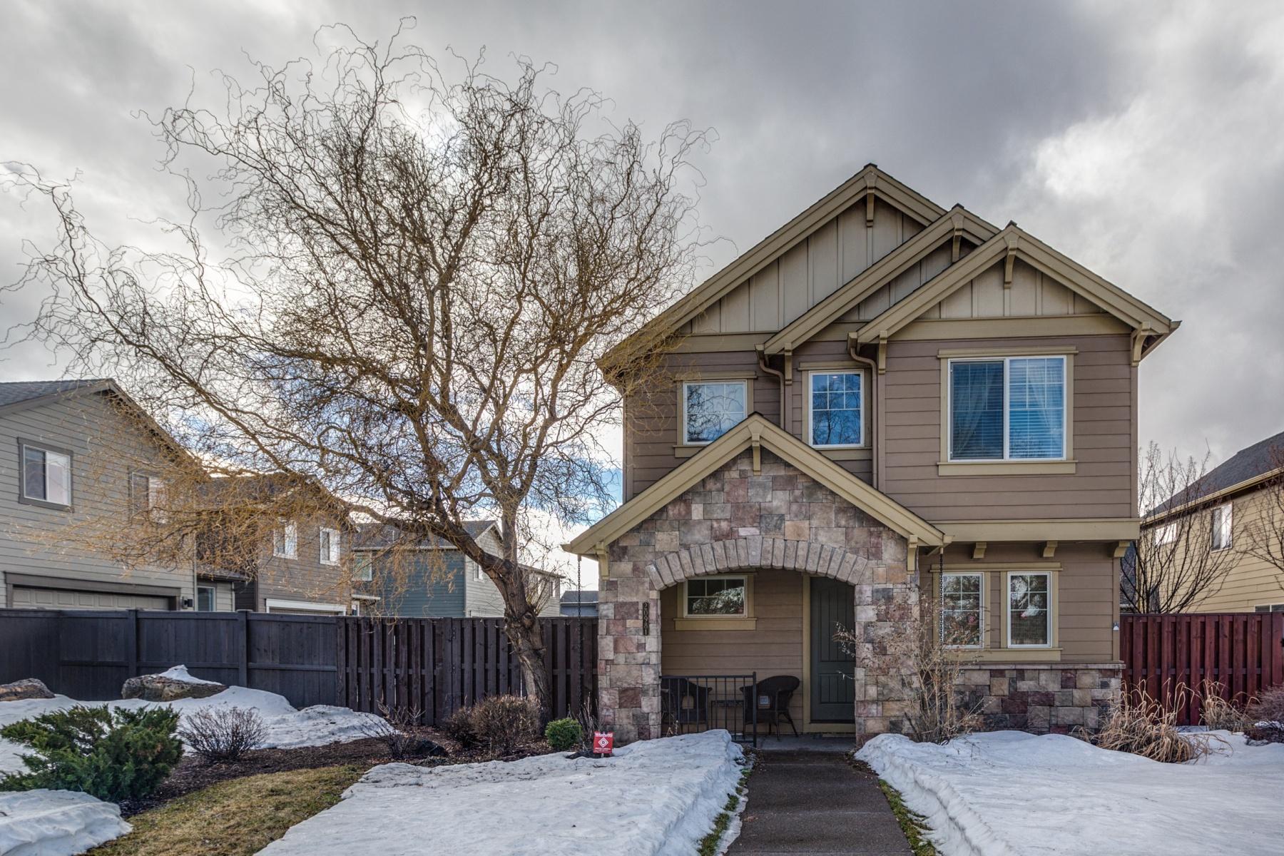 独户住宅 为 销售 在 Beautiful Home in Lava Ridges 20981 Yeoman Rd 本德, 俄勒冈州, 97701 美国