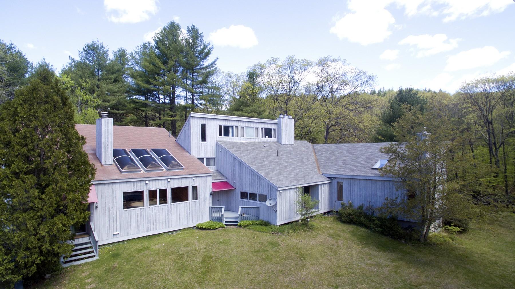 Nhà ở một gia đình vì Bán tại 166 Meadows Rd, Jamaica Jamaica, Vermont, 05343 Hoa Kỳ